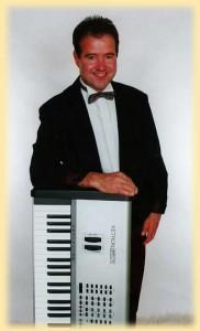 Portræt af Poul Erik med keyboard
